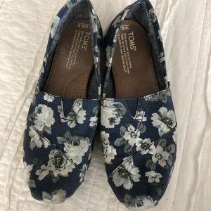 Toms Blue, Grey, White Floral Classics size 6.5